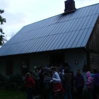 ten dom ma około 150 lat (nie ma już tylko strzechy)-tu zamieszkacie