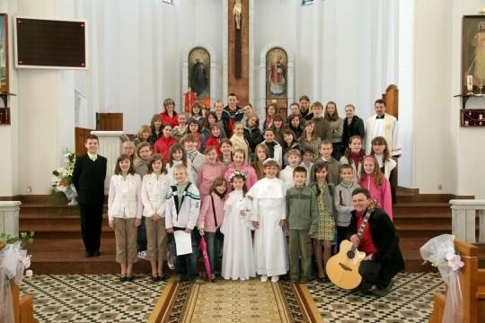 """nasze scholarki """"pierwszokomunijne"""" z grupy ze Mszy św. o godz. 12.15"""